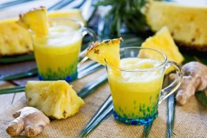 antiinflammatory-pineapple-ginger-smoothie